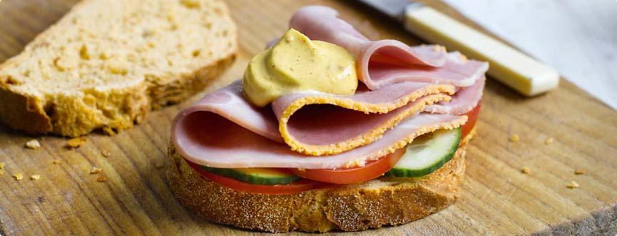 Sándwich de jamón y mostaza