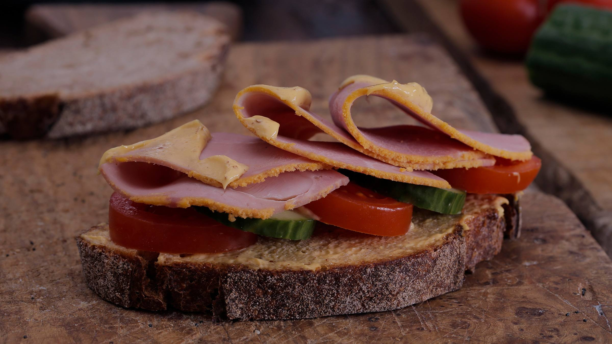 Sandwich de jamón y mostaza