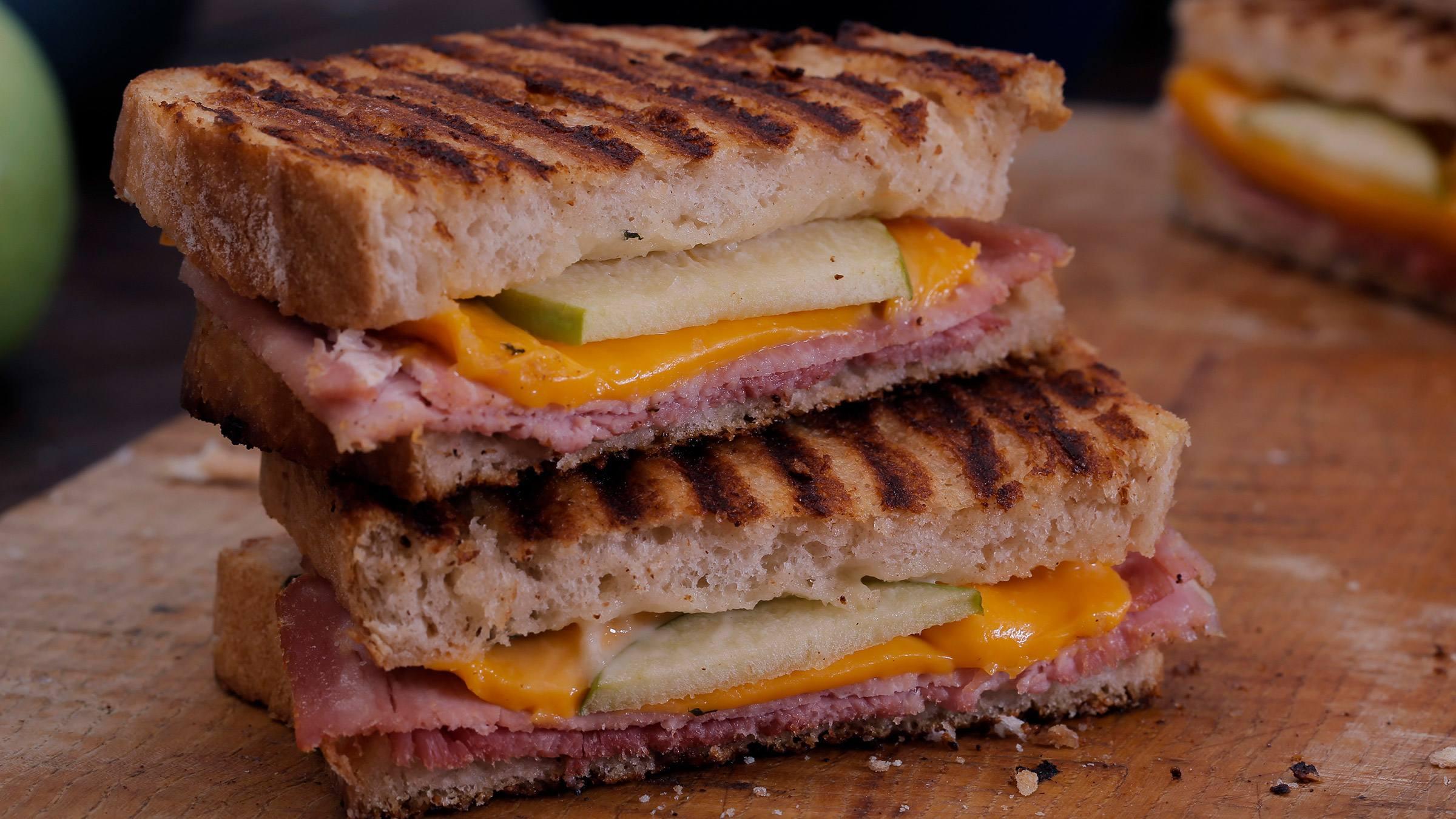 Sandwich tostado de jamón y queso unico