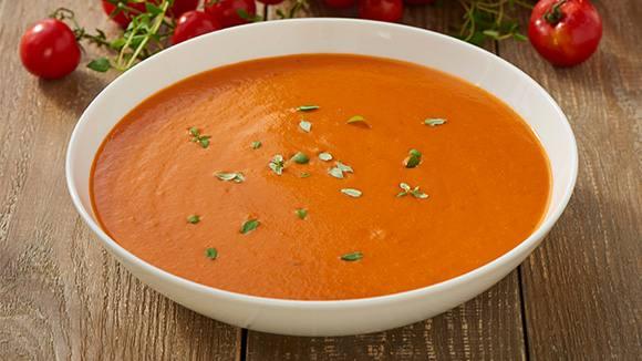 Sopa de morrones rojos con pesto