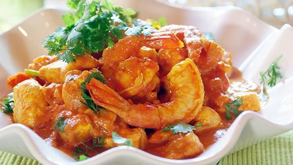 Honey, Coriander, Prawn and Chicken Curry