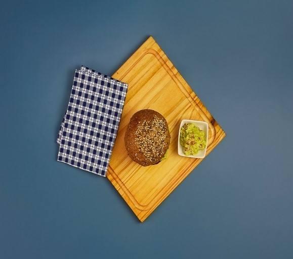 Hamburguesa de lentejas, provolone, morrón y guacamole con mayonesa Hellmann´s