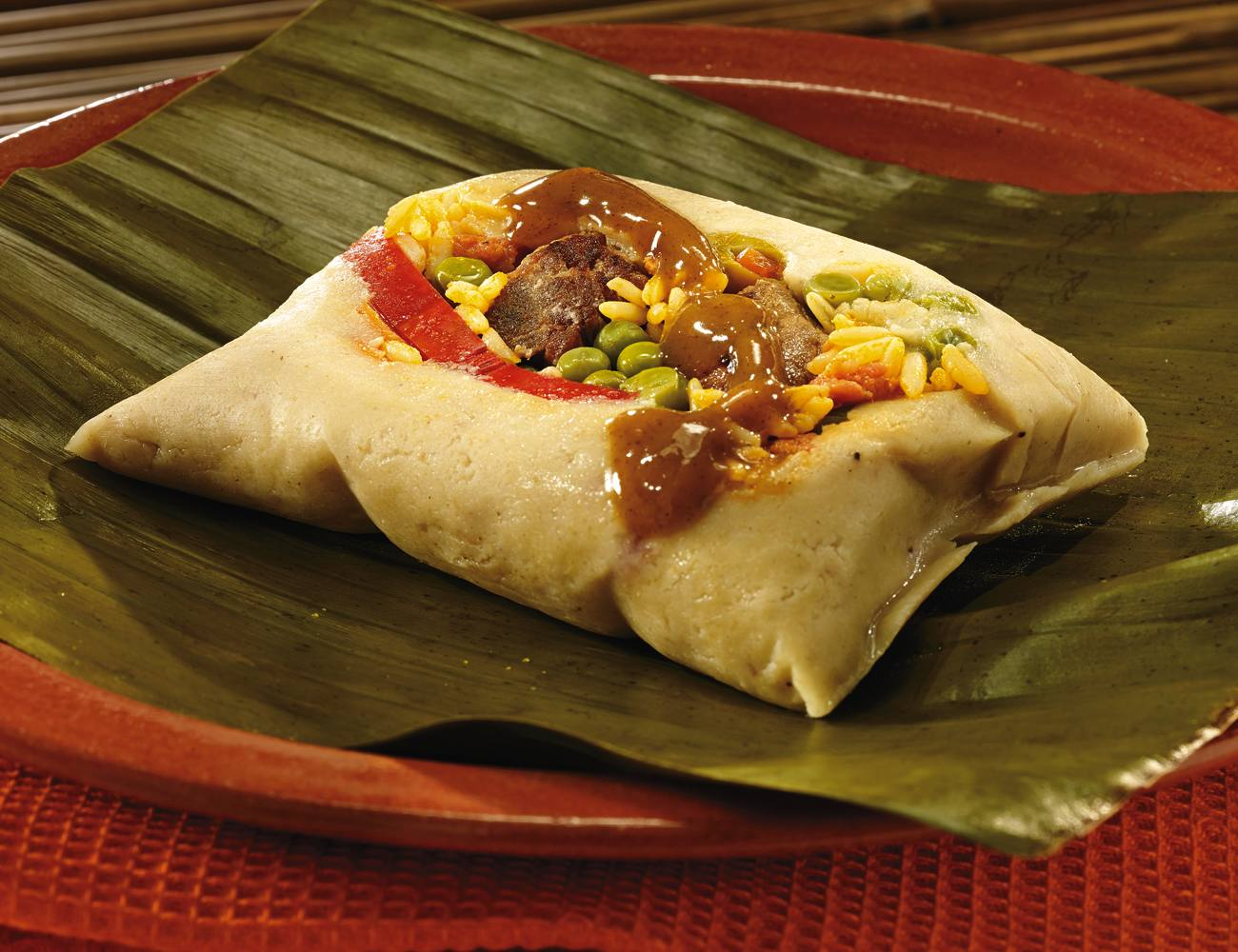 Tamales con Salsa Lizano