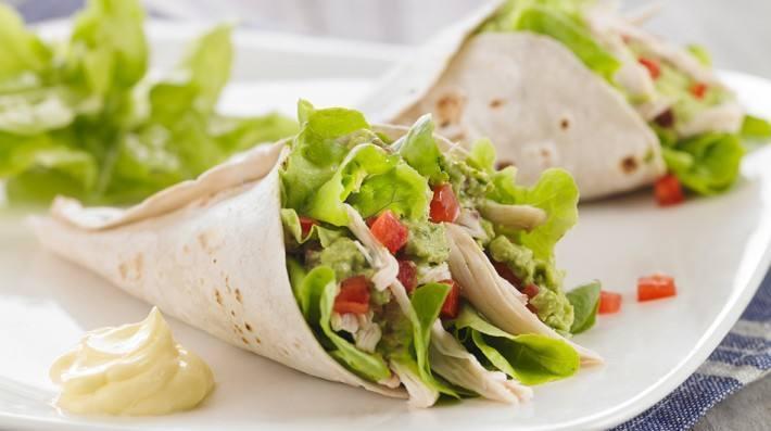 Wraps de pollo, palta, tomate y cilantro