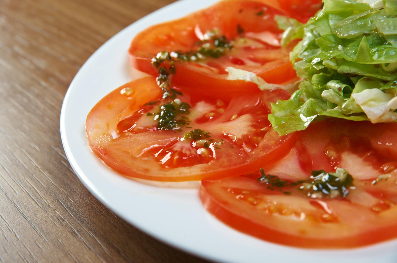 Carpaccio de Tomate y Pepino