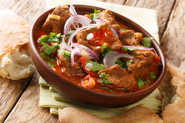 Carne con Vegetales en Salsa
