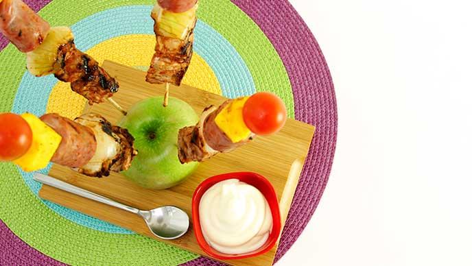 Brochetas de Cerdo Tropicales con Salsa de Tomate