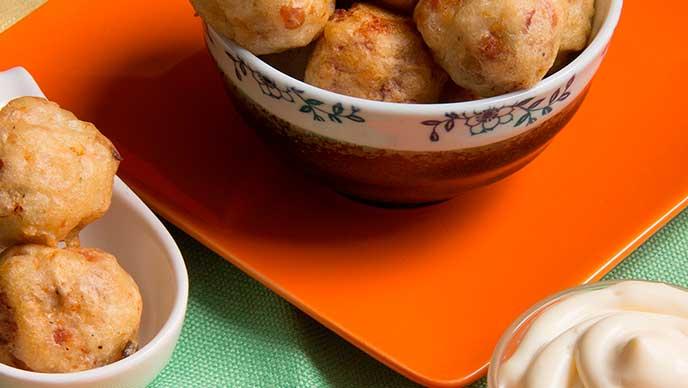 Bolitas de Pollo Tempura con Mayonesa Fruco